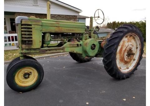 Antique 1948 JOHN DEERE B TRACTOR +Parts