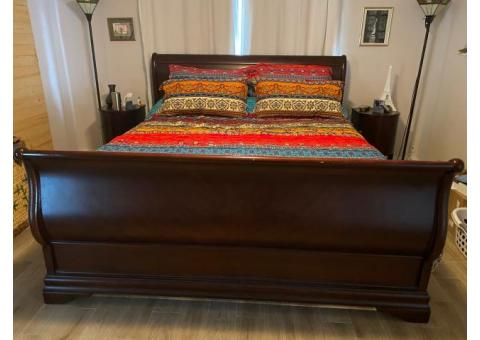 King Solid Wood Sleigh Bed w/ like-new mattress